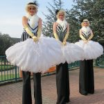 Great-Gatsby-Themed-Stilt-Walkers-1
